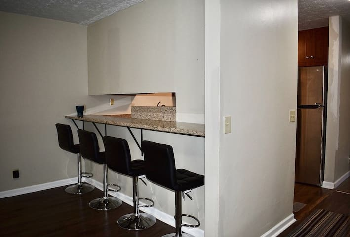 Nice condo in good location! Close to everything !
