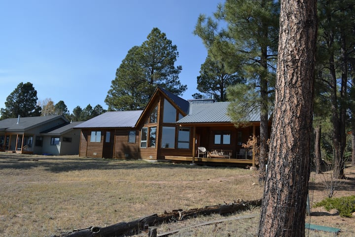 Rising Sun sleeps 8, hugh views of Forest lake