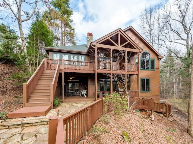 Serenity Lodge on Lake Lure - Right on the Lake, Boat House Deck, Canoe, Internet and More!