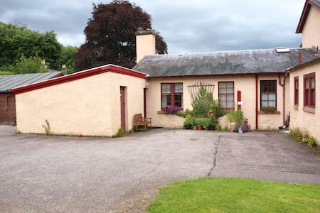 Family friendly, Nicolson Cottage, Strathpeffer