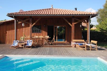 Charmante maison avec piscine entre Lacs et Océan - ビスカロッス