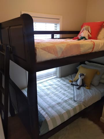 Twin bunk (suitable for children/teenagers only)