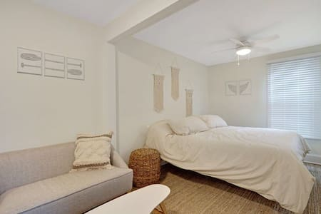 The Melrose, 1C- Private Bed & Bath