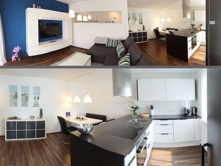 Luxus 2 Zimmer Wohnung Zentrum RT  WLAN Parkp