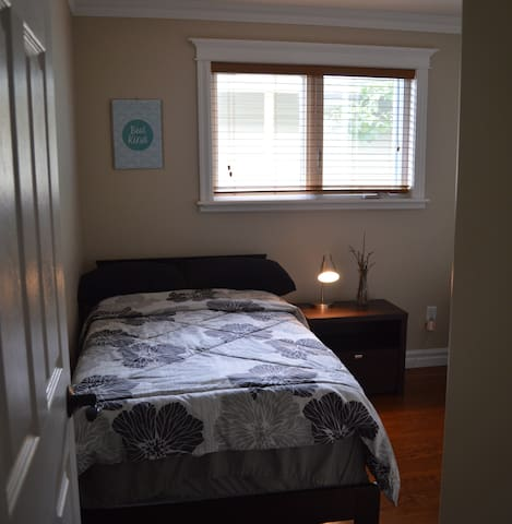 Central single bed - walk to MUN or downtown! - St. John's - Casa