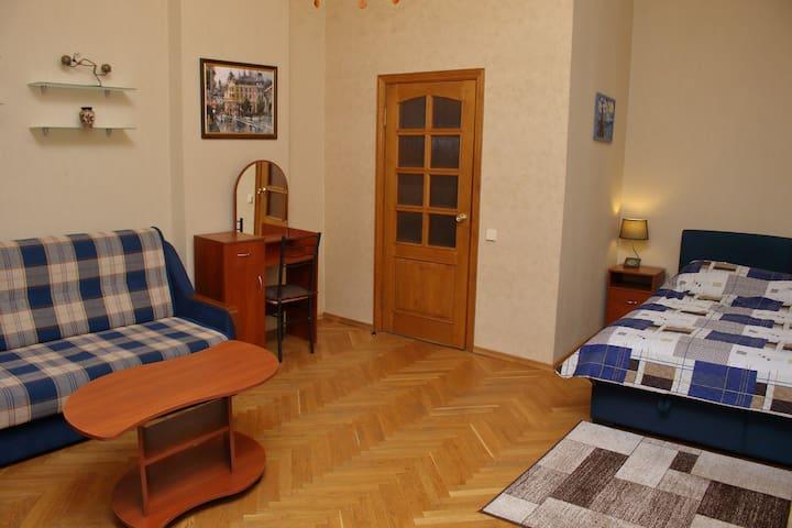 Квартира рядом с Золотыми Воротами.
