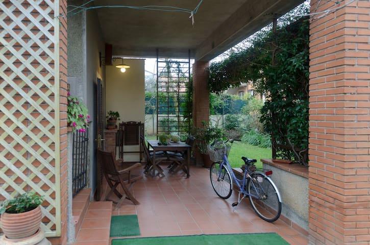 l'Angolino del Granduca con posto auto e giardino