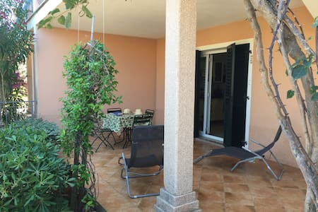 Flat Ambra/in town/15 min walk to the beach - Valledoria - Wohnung