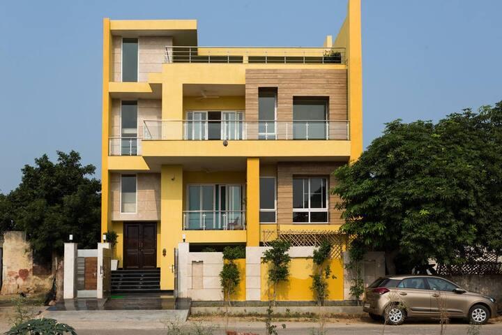 Complete floor - Greater Noida - Other