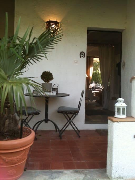 Entrée avec petite terrasse