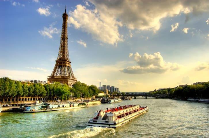 Chambre Standing *** PARIS - */*