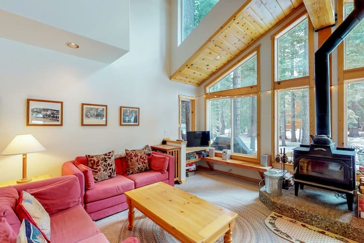 Dog-friendly cabin w/ shared pool/hot tub - near hiking/skiing