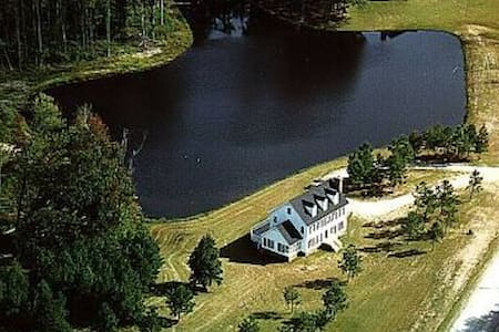 Beautiful Bed and Breakfast - close to everything - Apex - Bed & Breakfast