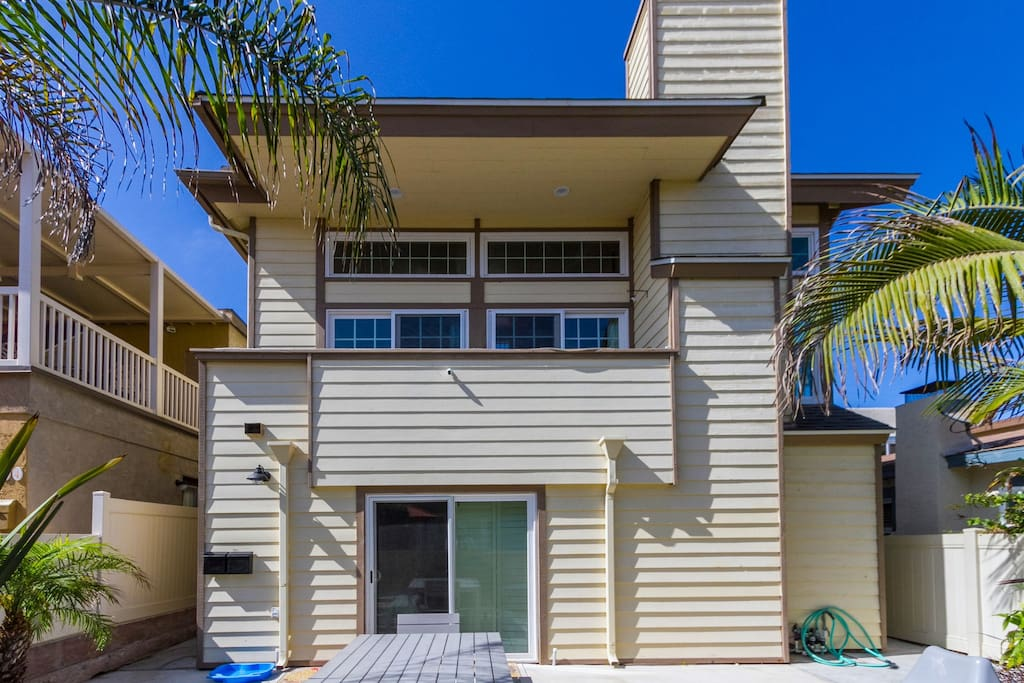 Steps to Mission Beach & Bay!  Entertain on 5 Decks & Patios, Views
