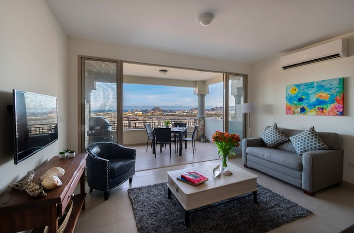 Beautiful Ocean view Condo for 8, well equipped