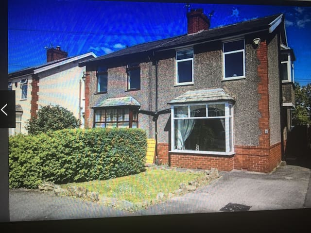 3 bed semi detached house In a good area
