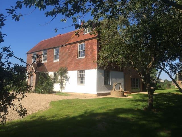 Starnash Farmhouse B&B Swallow Room - Upper Dicker - Bed & Breakfast