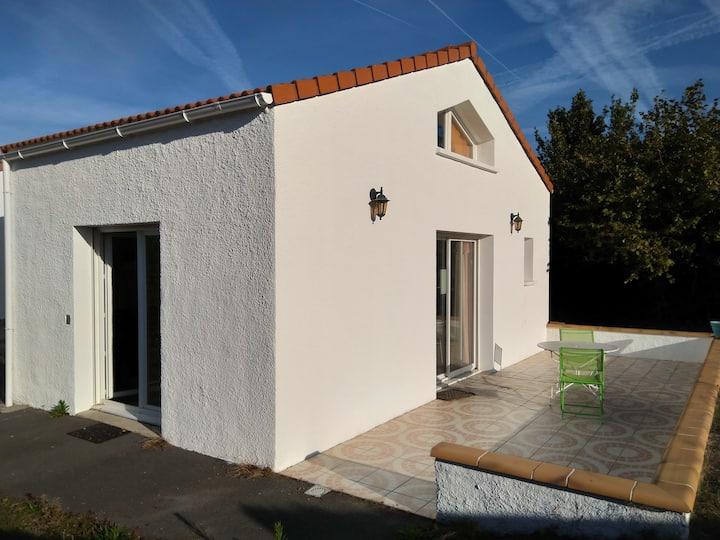 Pornic, jolie maisonnette avec terrasse et jardin