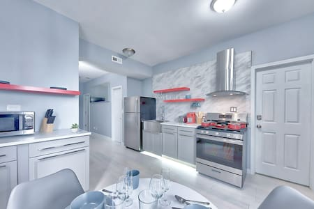 3R Location! Steps from South Loop 2bed/2bath Apt