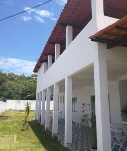 Casa ampla 5/4 em Jauá.