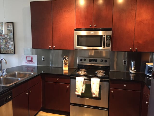 Spacious kitchen with full stove, microwave and fridge. Access to all the kitchen items as well!