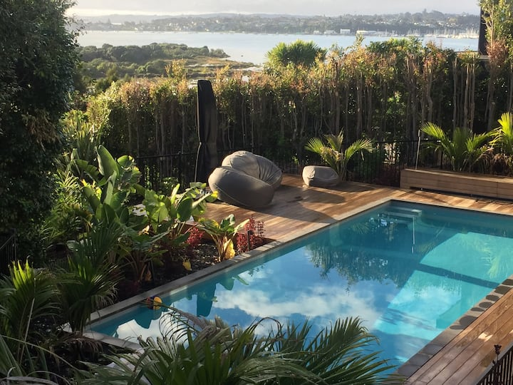 Luxury 4 bed Auckland seaside home
