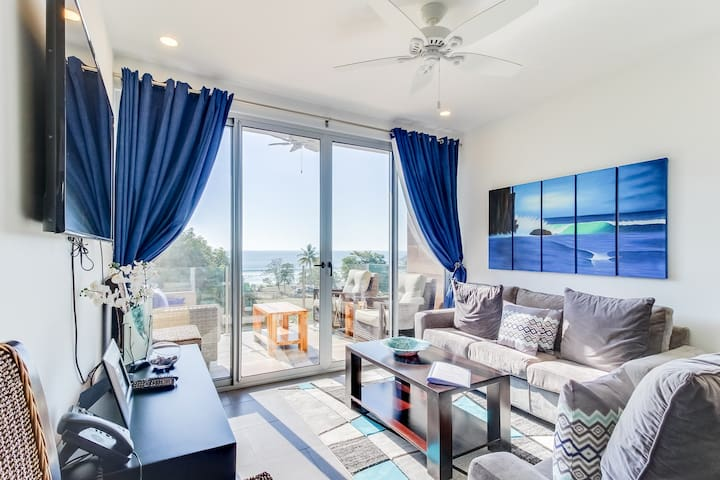 Modern apartment w/ great ocean view, balcony & shared pool - 100 yds to beach!