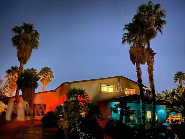 big BR in LV mansion w/brkft - host w 200 reviews!