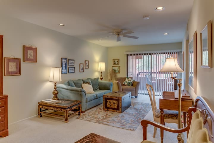 Beautifully updated Anasazi  Condo