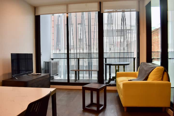 Cosy & Modern 1 BD Apartment in Trendy Collingwood