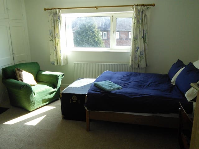 Large, light double room - Oxford - Rumah