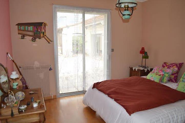 Agréable chambre bohémienne dans villa au calme - Beaulieu