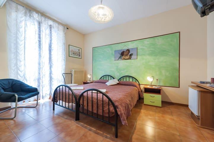 B&B Soggiorno Petrarca Room 4 - Pernottamento e colazione in ...