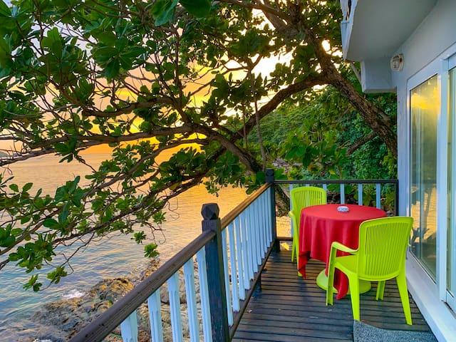 Oceanfront Superior Villa芭东绝美日落别墅 临悬崖餐厅 180°海景按摩浴池