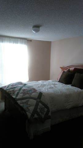 2 private bedrooms,  - 1 W SINGLE; 1 W DB - Edgewood, New Mexico, US - Huis