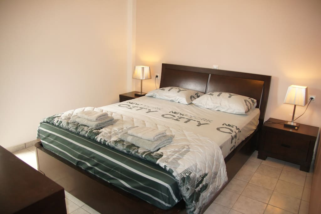The king size bedroom...