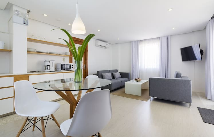 Brand New Luxury 1BR Beach Apts - Malay - Byt