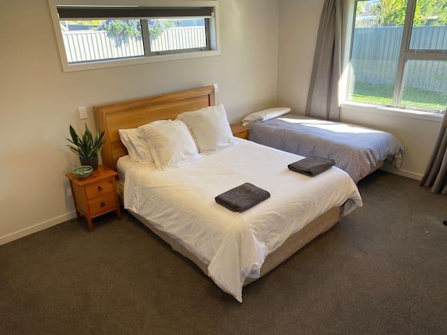 Large & modern room - private bathroom