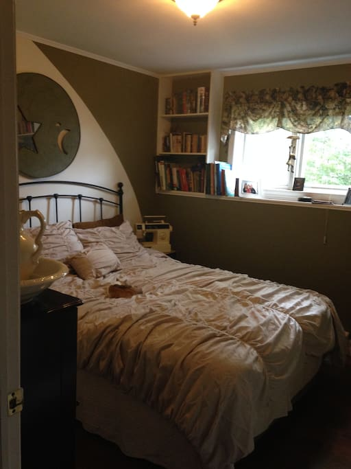 The bedroom has on queen bed, with a night stand.