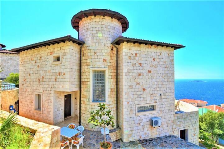 Villa FORTUNA Kaş'ta Deniz Manzaralı Lüks Villa