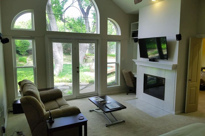 Gorgeous Master Suite in Arlington, TX Pool Home!