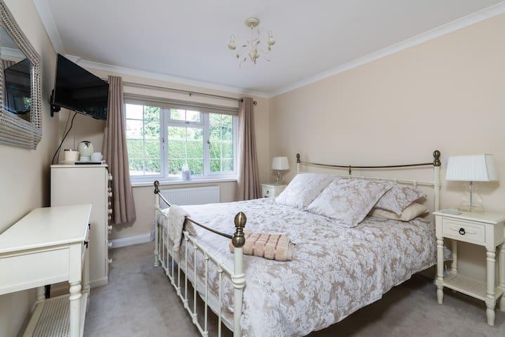 Super king bed +king bed +bathroom -Ground floor!
