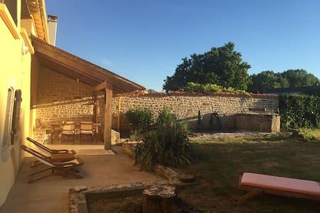 Malerisches Landhaus bei Bessay - Saint-Jean-de-Beugné - Ev