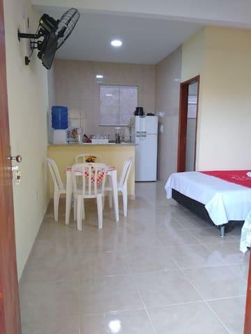 Quarto cozinha e banheiro  a 50 mts Amaral peixoto