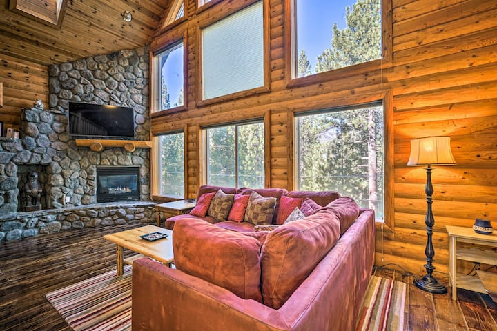 S. Lake Tahoe Home w/ Private Indoor Pool+Hot Tub!