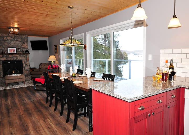 Muskoka Maple Cottage on Lake of Bays