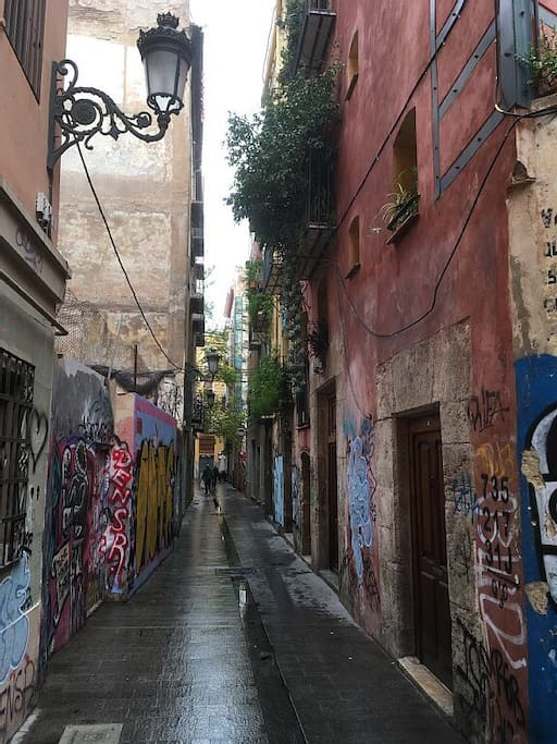 Calle Palomino - a quiet street in the heart of Valencia