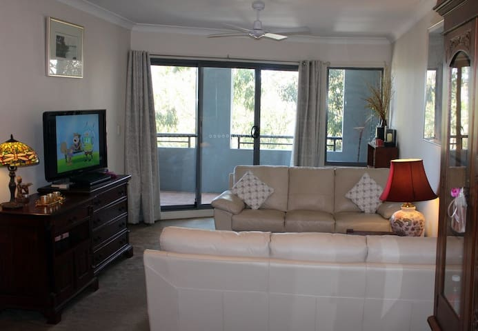 Large 2 bedroom apt close to Cronulla - Caringbah - Leilighet
