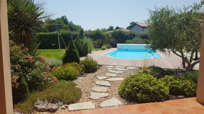 Maison moderne entière climatisée avec piscine