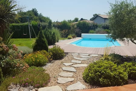 Maison moderne avec piscine chauffée